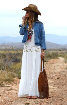 Dress summer casual boho hippie ideas for 2019 Mode Outfits, Chic Outfits, Fashion Outfits, Gypsy Style, Bohemian Style, Vetement Hippie Chic, Hippie Mode, Boho Chic, Feminine Mode