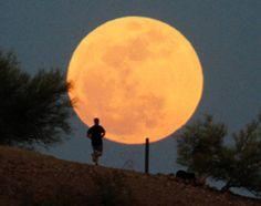 Algunas imágenes de la luna: http://pijamasurf.com/2012/05/imagenes-de-la-superluna-de-mayo-2012-alrededor-del-mundo-fotos/