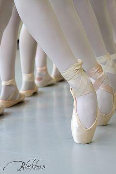 Saratoga Summer Dance Intensive 2017 Image by Susan Blackburn Copyright Blackburn Portrait Design #ballet #dance #dancers Dancers Feet, Ballet Feet, Ballet Dancers, Pointe Shoes, Dance Shoes, 2017 Image, Ballet Dance Photography, Paris Opera Ballet, Ballerina Project