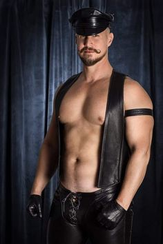 All about the stache Mens Gloves, Leather Gloves, Leather Men, Leather Pants, Black Leather, Hairy Hunks, Hairy Men, Sexy Gay Men, Scruffy Men