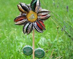Faça flores de tampinha de garrafa para decorar o seu jardim de forma sustentável e diferente. Confi