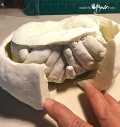 DIY Life Cast Concrete Hands - Made by Barb - Alginate Life cast plaster to silicone concrete mold making tutorial Cement Art, Concrete Crafts, Concrete Projects, Concrete Casting, Concrete Molds, Hand Molding, Diy Molding, Diy Plaster, Life Cast