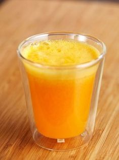 Freshly squeezed orange juice might seem as a luxury, because of how much time it might take to make. But benefits of having a glass of organic orange juice every day are huge. Detox Cleanse Drink, Detox Organics, Veggie Juice, Natural Detox Drinks, Best Detox, Detox Recipes, Vegan Recipes, Healthy Drinks, Healthy Detox