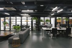 Azion Technologies by Arquitetura Nacional Pictures by Gabriel Carpes Corporate Interior Design, Corporate Interiors, Office Interiors, Loft Office, Open Office, Office Set, Industrial Office Design, Workspace Design, Contemporary Office