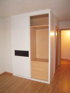 armario lacado blanco con cristal negro