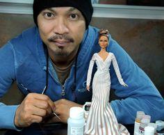 Tem um maluco que faz bonecas absurdamente realistas de pessoas famosas; olha isso | Virgula