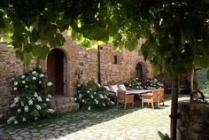 courtyard at Castello diVicarello in Tuscany