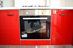 Mobilier de Bucatarie MDF vopsit lucios Rosu Ferrari Alb RAL 9003 cuptor electric Ariston Wall Oven, Ferrari, Kitchen Appliances, Home, Diy Kitchen Appliances, Home Appliances, Domestic Appliances, Haus, Homes
