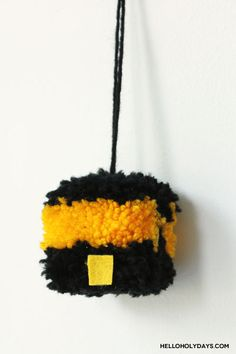 Pompom Kaaba craft tutorial by Hello Holy Days! Eid Al Fitr, Business For Kids, Ramadan, Holi, Activities For Kids, Arts And Crafts, Islamic, Projects, Fun