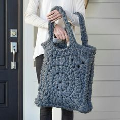 Chunky Granny Square Tote - crochet pattern