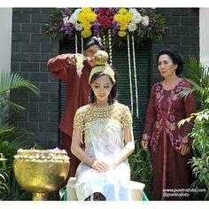 Foto Prosesi Siraman Jawa. Javanese Wedding Ceremony. Stef & Ike wedding in Yogyakarta. Wedding Photo by @Poetrafoto, http://portrait.poetrafoto.com/foto-pernikahan-dg-tata-rias-pengantin-adat-jawa-utk-siraman_518