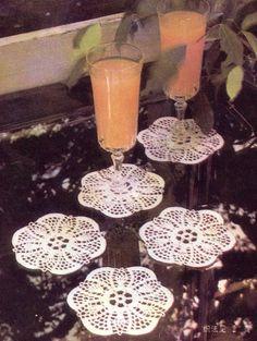 Dessous de verre ronds , ornés d'une fleur centrale 14