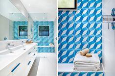 Bagno con piastrelle bianco e blu - modello geometrico