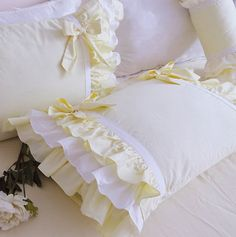 Perfect shabby chic bedding for your farmhouse decor. Perfect shabby chic bedding for your farmhouse decor. Shabby Chic Mode, Shabby Chic Living Room, Shabby Chic Bedrooms, Shabby Chic Style, Shabby Chic Decor, Pink Bedding Set, Chic Bedding, Bedding Sets, Luxury Bedding