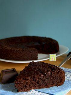 La TORTA MORBIDA AL CIOCCOLATO è una torta deliziosa dal gusto intenso di cioccolato facile e veloce per tutti gli amanti del cioccolato!