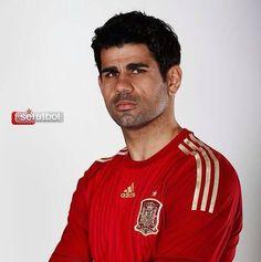 Diego Costa ya posa con la camiseta de la Selección