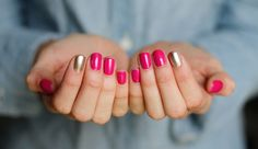 Best Metallic Nail Art and Manis for Brides: Hot Pink Manicure with Metallic Gold Nails Love Nails, How To Do Nails, Style Nails, Pink Gold Nails, Gold Manicure, Nail Pink, Gel Nails, Nail Polish, Gold Polish