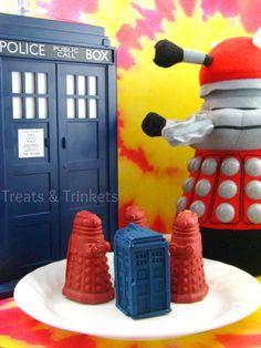 Treats & Trinkets: Crispy Caramel Filled Chocolate TARDIS and Daleks