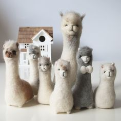 Just booked onto the ultimate alpaca filled craft day Making alpacas made from alpaca fleece on an alpaca farm with afternoon tea It doesnt get much better than that Alpacas, Wet Felting, Needle Felted Animals, Felt Animals, Diy Laine, Felt Fox, Needle Felting Tutorials, Art Textile, Craft Day
