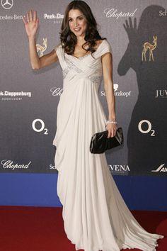 Le Chic Closet: El estilo de.. Rania de Jordania Queen Rania, Queen Letizia, Dressed To The Nines, Well Dressed, Party Wear, Party Dress, Rome Fashion, Jordan Royal Family, Anniversary Dress