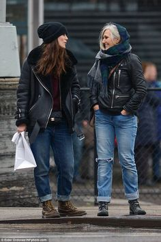 Cute duo: Keira Knightley (left) headed out to lunch with mother Sharman Macdonald (right) on Tuesday in New York City and they seemed to be wearing matching outfits Look Fashion, Trendy Fashion, Winter Fashion, Keira Knightley Style, Keira Knightley Daughter, Dr. Martens, Cute Overalls, Fashion Tips For Women, Ladies Fashion