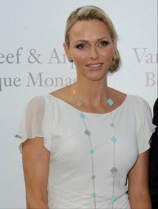 Alhambra Special Edition in turquoise & diamonds. Via @Van Cleef & Arpels HSH Princess Charlene of Monaco