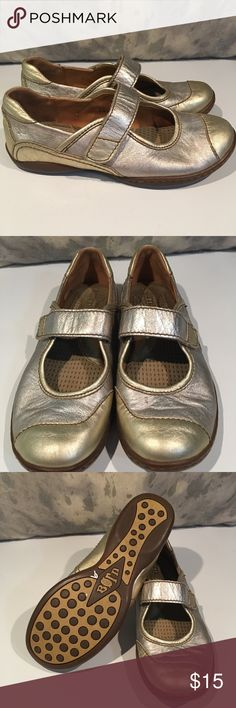 ❤️❤️COMFORTABLE SPARKLY GOLD BORN SHOES ❤️❤️ Oh my goodness these are beautiful shoes!!! Used but in good shape!!! Size 7.  If you stand up for a living, you need these shoes!!!  We are cleaning out closets and have many designer items that need to find a new closet.  PRICED TO SELL QUICKLY!!! Bundle bundle bundle for additional savings.  You won't be disappointed!!! Born Shoes Flats & Loafers