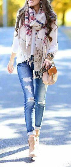 Estilo con bufanda/get rid of the worn jeans and I'm there. Just so tired of that bummer Jean look!!