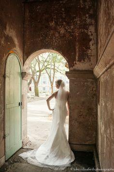 http://julietelizabethblog.com/sarah-charleston-sc-bridal-portraits/