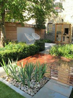 44 Small Backyard Landscape Designs to Make Yours Perfect Garten Terrasse Garten ideen Landschaftsbau 🏡 Small Backyard Gardens, Backyard Garden Design, Small Backyard Landscaping, Small Garden Design, Garden Spaces, Small Gardens, Patio Design, Backyard Patio, Outdoor Gardens