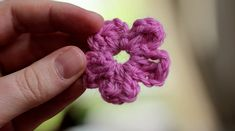 How to crochet a simple flower :) A tutorial I can actually keep up with!