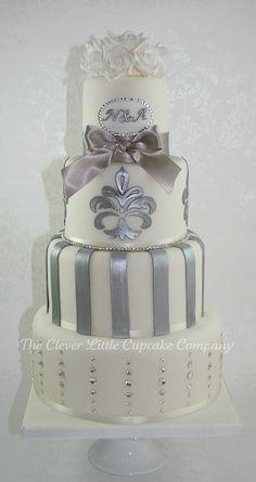 Swarovski Wedding Cake by The Clever Little Cupcake Company (Amanda) Beautiful Wedding Cakes, Gorgeous Cakes, Pretty Cakes, Cute Cakes, Amazing Cakes, Yummy Cakes, Unique Cakes, Elegant Cakes, Foto Pastel