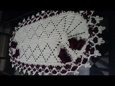 Centro de mesa com passo a passo de crochê 1/2 - YouTube Crochet Poncho, Crochet Scarves, Crochet Clothes, Crochet Lace, Free Crochet, Crochet Pillow Patterns Free, Textured Yarn, Crochet Slippers, Crochet For Kids