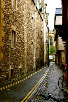 one of the many streets of Oxford University