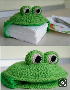 Aprenda a fazer crochê passo a passo como fazer tapete de croche, roupas, e amigurumi! Veja no link tudo sobre aprender croche! Crochet Kitchen, Crochet Home, Crochet Gifts, Diy Crochet, Crochet Baby, Crochet Frog, Crochet Amigurumi, Love Crochet, Beautiful Crochet