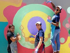 We help teachers, social workers, and art therapists who want to expand their art programs. Our proven techniques will enable you to facilitate these projects with confidence and excitement! Circle Painting, School Murals, Team Building Events, Art Programs, Community Art, Cool Artwork, Art Education, All Art, Teaching