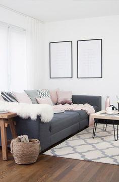 Wohn-Esszimmer brauner Holzfußboden weiß und graue Wände bodentiefe ...