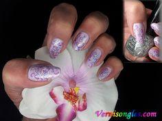 mauve nail stamping | vernis-mauve-satmping-violet-et-paillettes-fines