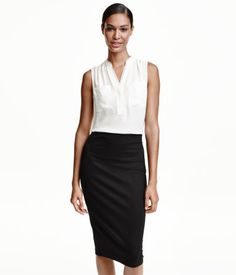 Sleeveless, V-neck blouse in woven fabric with a small stand-up collar. Concealed button placket, gathers at shoulders and back, and chest pockets. V Neck Blouse, Sleeveless Blouse, Business Dresses, Blouse Online, White Tops, Capsule Wardrobe, Shirt Blouses, Blouses For Women, Fashion Online