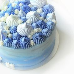Powder blue ombré, meringue kisses, pretty buttercream pipping and silver…