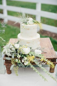Julie and Jim's rustic Tennessee intimate wedding was a family affair full of intimate details, including saying vows to their 4 sons. See their great ideas for including kids in the ceremony here. Wedding Cake Roses, Wedding Cake Photos, Wedding Cake Rustic, Rustic Cake, Diy Wedding Flowers, Green Wedding, Wedding Cakes, Gold Wedding, Wedding Ideas