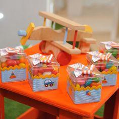 Caixa acrilica tamanho 5 x 5 cm toda personalizada. A caixa não vai com os doces. * consulte outros temas