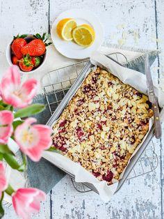 Álomvilággasztro: Epres-túrós zebpelyhes morzsasüti Camembert Cheese, Dairy, Food, Essen, Meals, Yemek, Eten