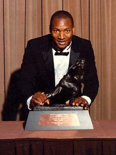 Bo Jackson and Heisman Trophy Nfl Football Players, Auburn Football, College Football Teams, Auburn Tigers, Football Stuff, Alabama Football, American Football, Baseball, Phil Jackson