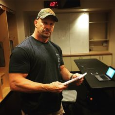 Here is photo of Steve Austin backstage at RAW for tonight's post-show RAW podcast with Brock Lesnar. Texas Rattlesnake, James Anderson, Lucha Underground, Stone Cold Steve, Steve Austin, Brock Lesnar, Wwe Photos, Professional Wrestling, Wwe Superstars