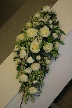 kistdekoration Funeral Flower Arrangements, Funeral Flowers, Floral Arrangements, Wedding Flowers, Casket Sprays, Sympathy Flowers, Table Flowers, Flower Basket, Bouquet