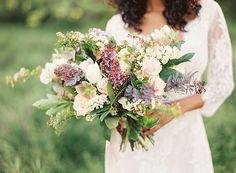 Romantic Spring Bridal Portraits | Wedding Ideas | Oncewed.com