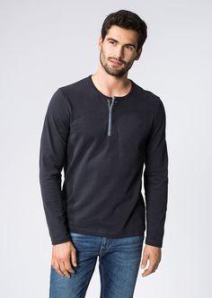 Ein sportiver Look im edlen Design mit runder Halslinie und kurzer Knopfleiste. Das angenehm weiche Jersey-Material überzeugt aufgrund der reinen 100%-igen Baumwolle mit einem tollen Tragegefühl mit Wohlfühl-Charakter....