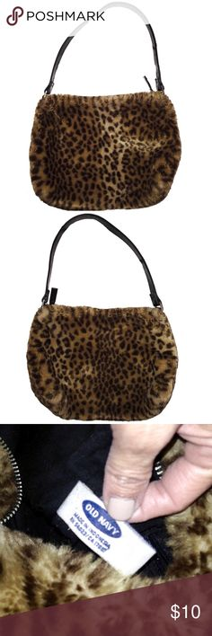 🎀5/$25🎀◾️OLD NAVY | Fuzzy Leopard Purse Bag◾️ Old Navy Fuzzy Cheetah Purse comes preloved in VERY GOOD condition! Super soft, no rips, tears or stains. Lots of life left in this cute purse! My prices change often for sales & specials, so buy your favorite items when prices are low! Thank you for shopping my closet. Mahalo!🤙🏼♥️ Old Navy Bags