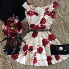 Vestido Piquet C/ Bojo  Princesa  Isabela( Estampa Rosas/ Chanel)